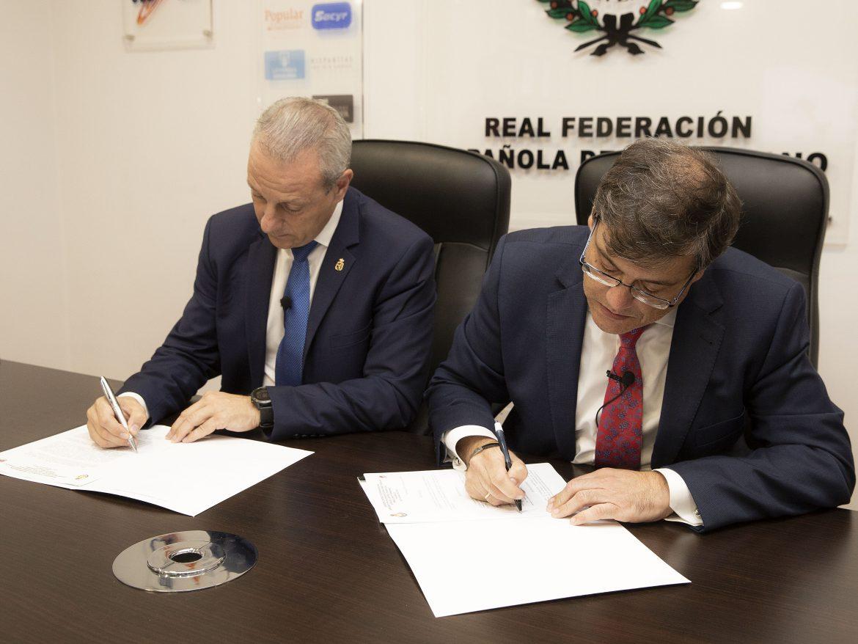 La RFEBM y la FCYLBM firman el acuerdo para la organización del CESA 2019 en Valladolid