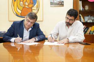 Carlos Sainer y Alberto Bustos firman el acuerdo para el CESA 2019.Carlos Sainer y Alberto Bustos firman el acuerdo para el CESA 2019.