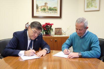 Firma entre Carlos Sainer y Román Rodríguez.
